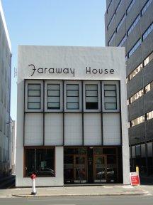 Faraway House... Perso, ca m'a amuse...
