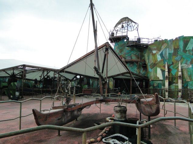 Post - USS - The Lost World - Waterworld Boat