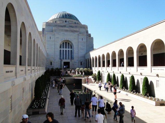 Post - Canberra - War Memorial
