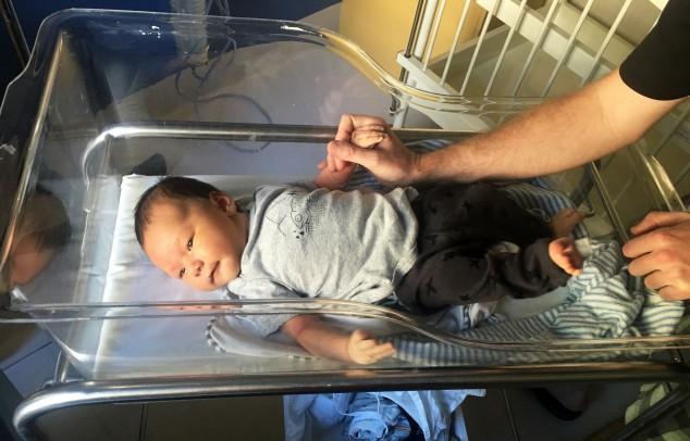 Enzo hospital II - Back in the bassinet